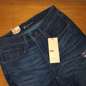 dark wash size 27 x 32 skinny jeans from levi's